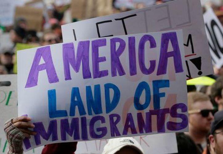 La población mexicana en Estados Unidos es la que más Green Cards obtiene. (Milenio.com)