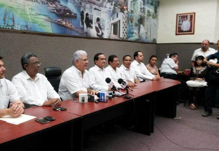 Imagen de la rueda de prensa con motivo de la presentación del  Segundo Foro Emprendedor Yucatán 2015 en el auditorio Labná de la Sefoe. (Ana Hernández/SIPSE)