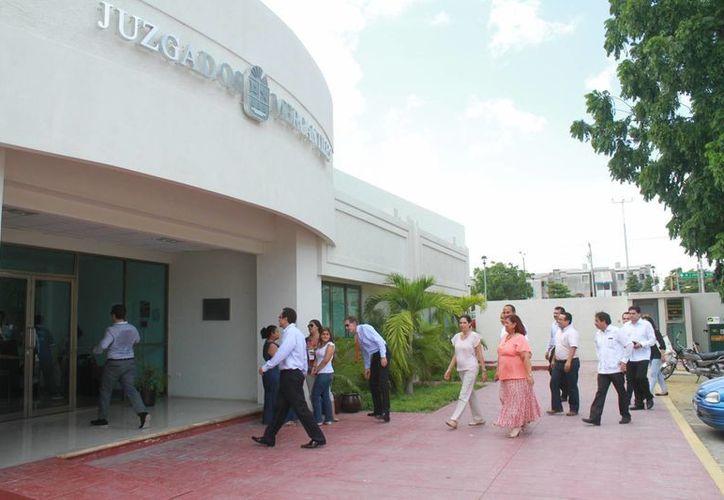 El jueves autoridades de México y Estados Unidos supervisaron los avances en las salas de juicios orales de Cancún. (Sergio Orozco/SIPSE)