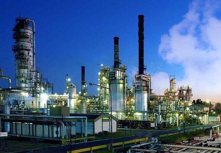 La refinería de Tula contempla en su plan de Combustibles Limpios cuatro nuevas plantas regeneradoras y de tratamiento de aguas. (dineroenimagen.com)