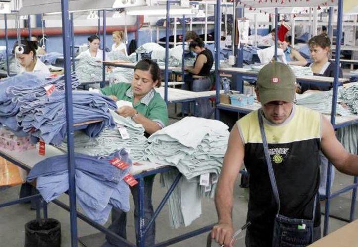 El sector manufacturero fue uno de los mas golpeados, ya que regirtró una caída de 5.8 por ciento anual. (Archivo/ SIPSE)