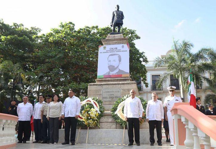 Autoridades reunidas por el 148 aniversario luctuoso del General Manuel Cepeda Peraza. (Fotos cortesía del Gobierno estatal)