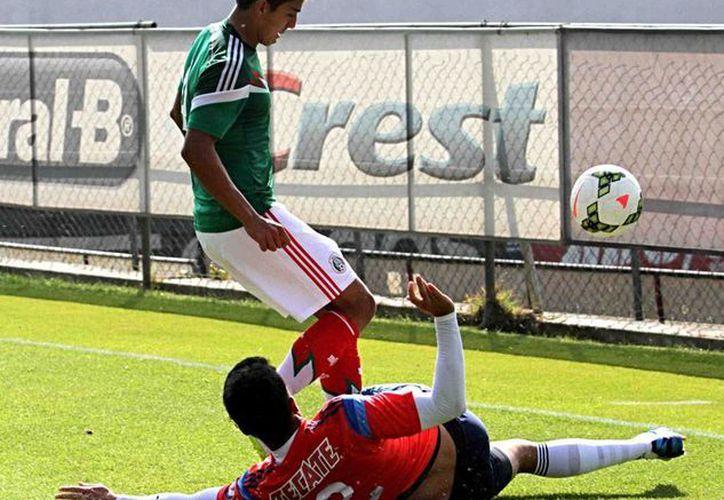 La Selección mexicana sub-20 ya tiene rivales para el Mundial Nueva Zelanda 2015. La imagen es de contexto, y corresponde a un partido de preparación que los pupilos de Sergio Almaguer tuvieron contra Chivas. (NTX/Archivo)