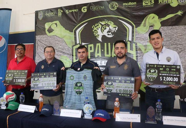 Presentan la Copa de la Uady. (Foto: Daniel Sandoval/Novedades Yucatán)