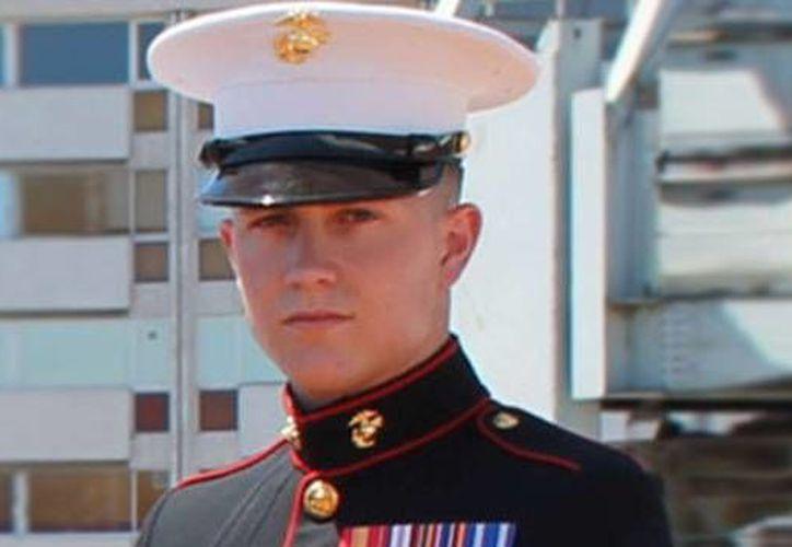 Brian, un sargento de la marina de 21 años de edad, murió tras dispararse en la cabeza durante una fiesta celebrada en la Embajada de EU en Atenas. (philly.com)