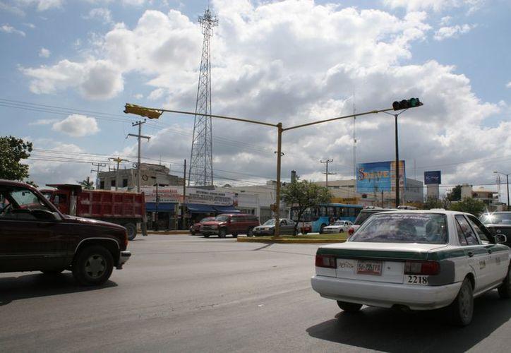 """Los 62 semáforos """"inteligentes"""" comenzarían a operar en marzo próximo con el sistema """"traficams"""". (Jesús Tijerina/SIPSE)"""