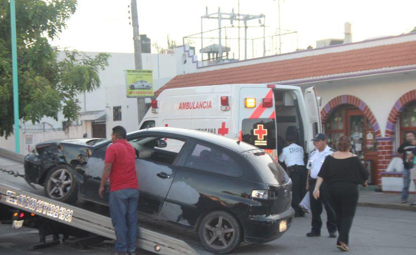 Pese a que se llegó a un acuerdo económico, la camioneta de la mujer fue trasladada al corralón. (Redacción/SIPSE)