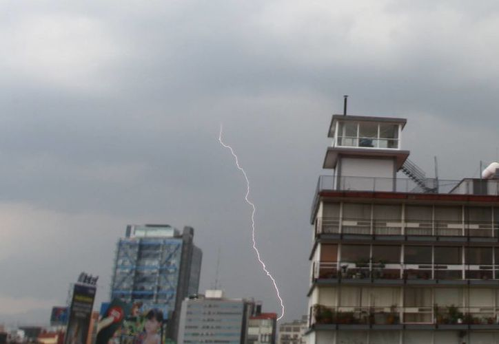 Tormenta eléctrica en la Ciudad de México, durante la tarde del miércoles. (Notimex)
