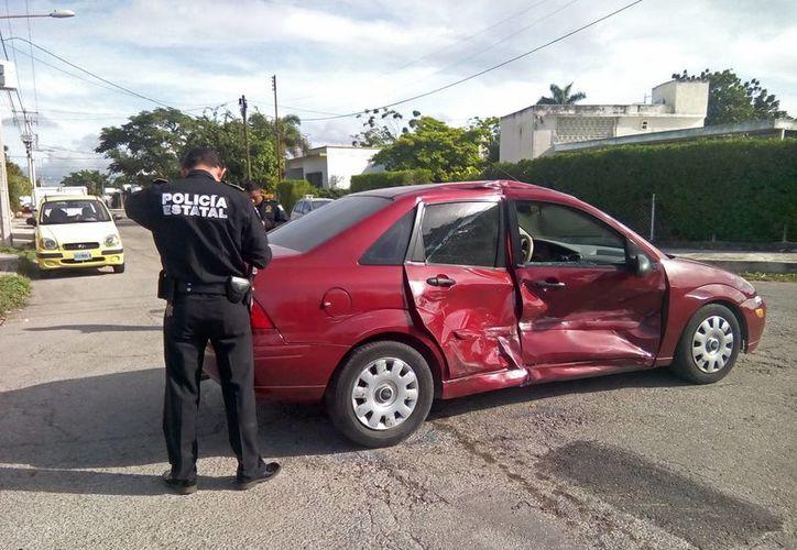 Los ocupantes del Ford Focus salieron ilesos del accidente. (Cuauhtémoc Moreno/SIPSE)