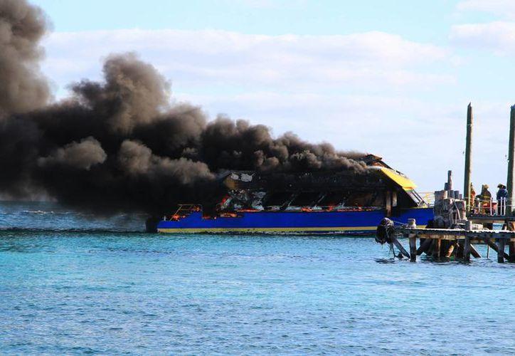 El primer rastro de contaminación en el entorno fue el aire con el desprendimiento del humo. (Luis Soto/SIPSE)