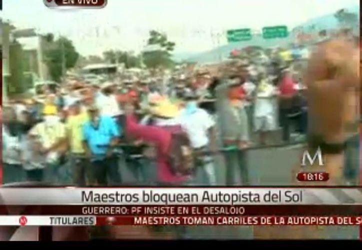 La toma de la autopista genera nuevamente caos vehicular. (Captura de pantalla)