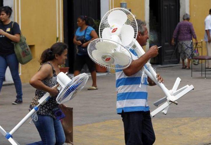 Desde abril los yucatecos sufren intensa ola de calor, que registró sus picos más altos en los últimos días de ese mes y principios de mayo. En junio, aunque han caído algunas lluvias, las altas temperaturas no ceden. La imagen corresponde al centro de Mérida. (SIPSE)