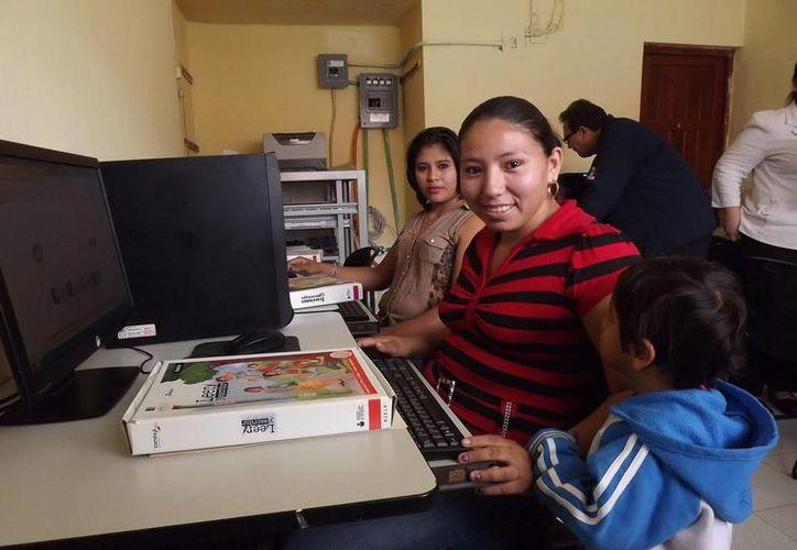 Las madres recibirán estímulos económicos para que puedan continuar sus estudios. (Cortesía)