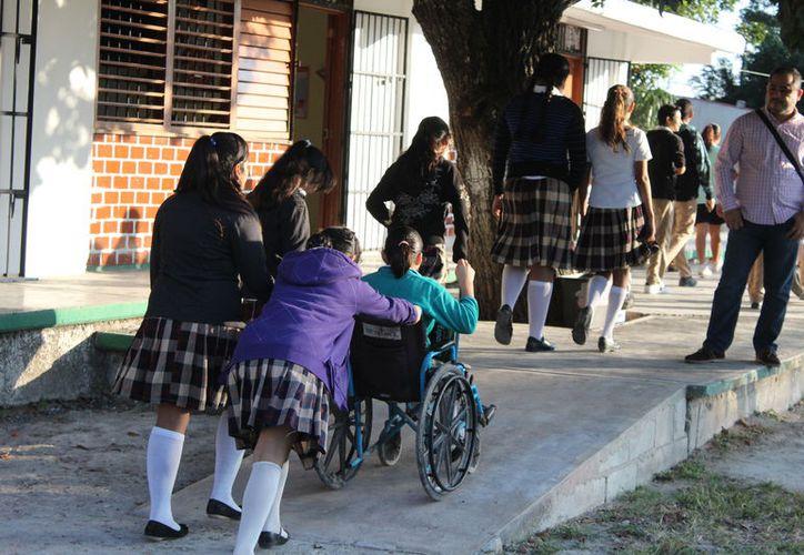 Los alumnos no solamente requieren rampas, sino baños inclusivos en los planteles. (Joel Zamora/SIPSE)