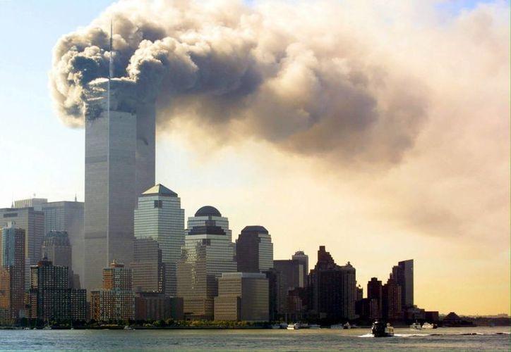 El 11 de septiembre de 2001 un avión de American Airlines y otro de United pilotados por terroristas chocaron contra las Torres Gemelas del WTC, en el mayor atentado terrorista de la historia. (EFE/archivo)