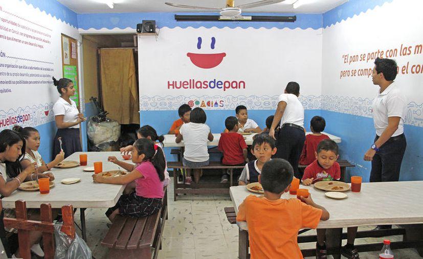 A diario niños y adultos en situación vulnerable, acuden al lugar para alimentarse antes de ir a la escuela o trabajo. (Foto: Jesús Tijerina)
