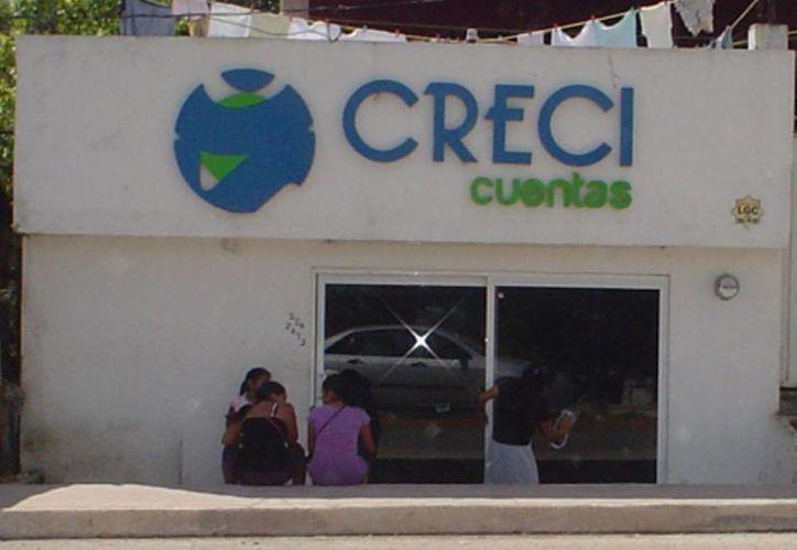 El local donde se encontraba la financiera quedó en abandono. (Carlos Yabur/SIPSE)