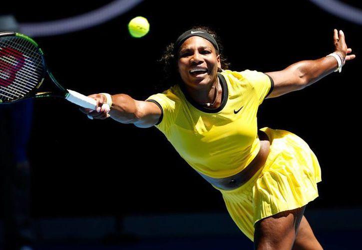 Serena Williams avanzó en la primera ronda del Abierto de Australia 2016. Ella la actual campeona del torneo. (AP)