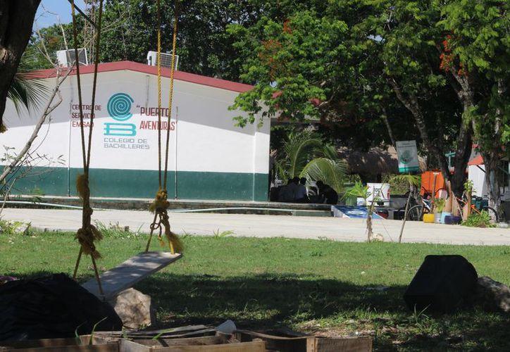 El Colegio de Bachilleres carece de espacios para los jóvenes estudiantes. (Adrián Barreto/SIPSE)