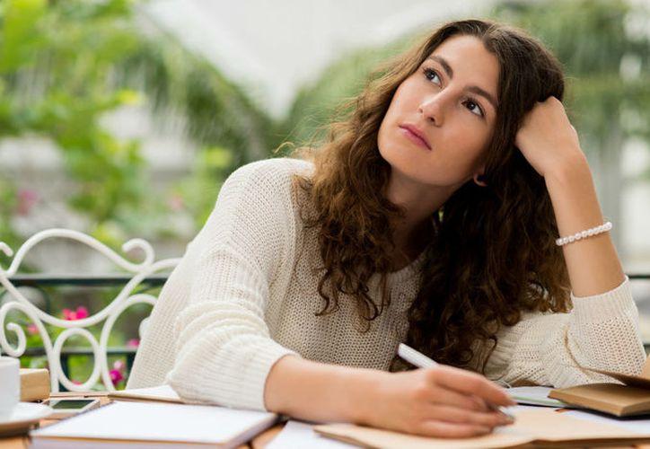 Los tímidos en el ambiente laboral son aquellos que prefieren tener menos interacciones sociales. (Foto: Selecciones)
