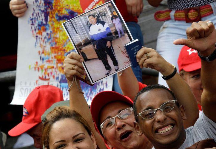 """""""Yo soy Chávez!"""" gritan sus partidarios en las marchas a favor del líder. (Agencias)"""
