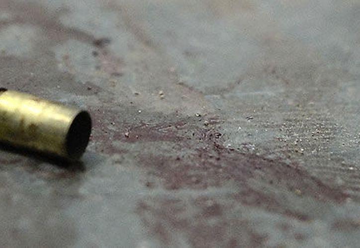 El autobús escolar en el que iba el menor de 7 años, pasó en el momento en el que se realizaba la balacera. (Foto: Contexto)
