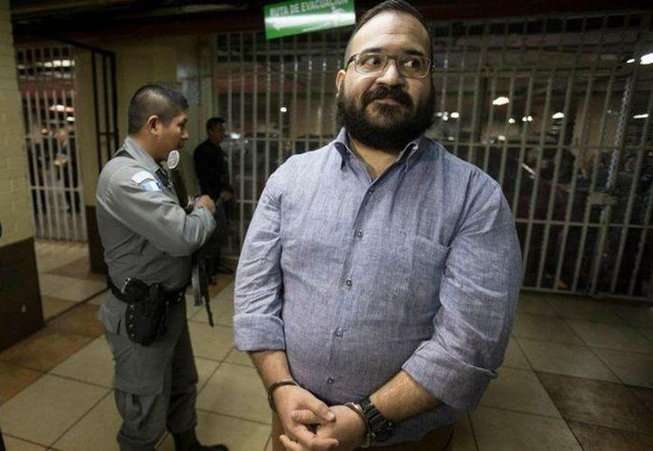 La PGR presentó acusación contra Javier Duarte de Ochoa, ex gobernador de Veracruz, por asociación delictuosa y operaciones con recursos de procedencia ilícita. (Vanguardia MX)