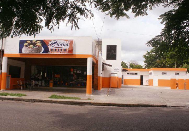 Con una pistola, los asaltantes amenazaron a los trabajadores; se llevaron más de medio millón de pesos. Imagen de la oficina de panificadora ubicada en la colonia Cortés Sarmiento. (Milenio Novedades)