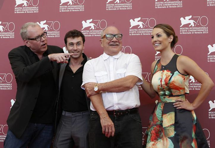 "Los responsables de ""The Canyons"": el guionista Easton Ellis (i), el actor James Deen, el director Paul Schrader (c) y la actriz Tenille Huston, en el Festival de Venecia. (Agencias)"
