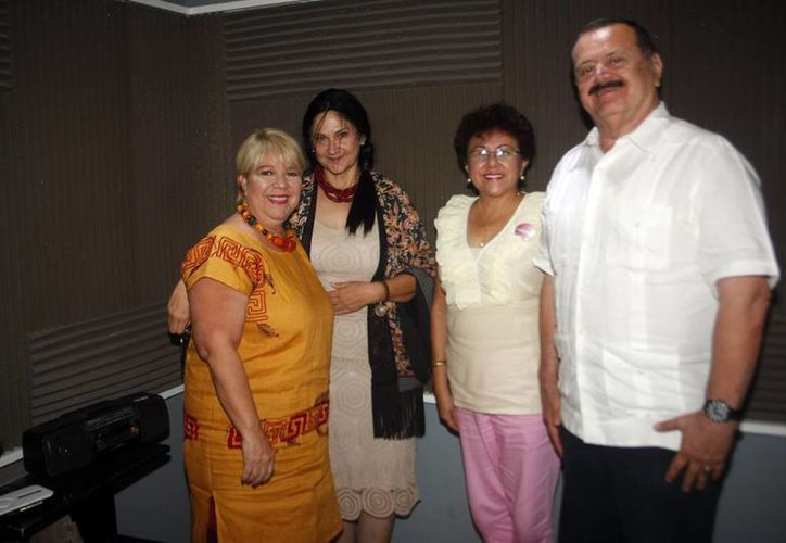 Adela Canales, Jorge Barrera y sus invitados en Salvemos una vida. (Christian Ayala)