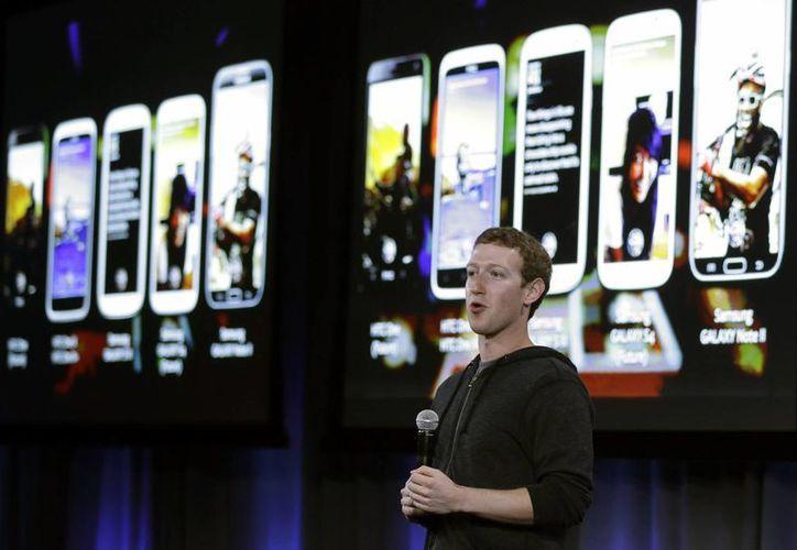 El anuncio coincide con el rápido crecimiento en el número de usuarios que acceden a Facebook desde teléfonos inteligentes. (Agencias)