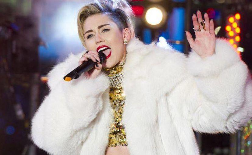 Los escándalos del año pasado convirtieron a Miley Cyrus en la reina de la popularidad del 2013. (Agencias)