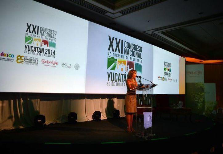 El Centro de Convenciones Yucatán Siglo XXI es sede del actual Congreso de Turismo de Reuniones. (Luis Pérez/SIPSE)