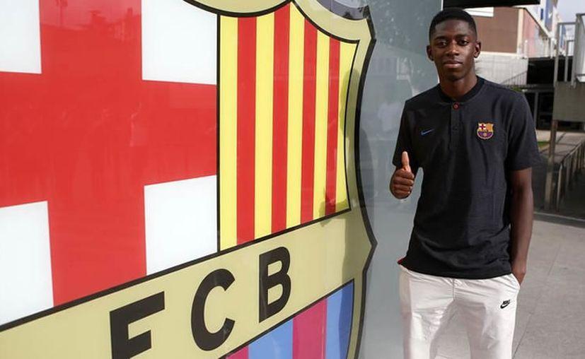 El delantero francés Ousmane Dembélé fue fichado el viernes por el FC Barcelona por 105 millones de euros. (Barcelona).