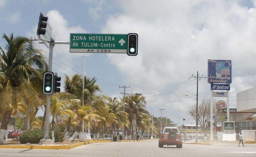 Seis semáforos inteligentes se han instalado en el primer cuadro de la ciudad. (Jesús Tijerina/SIPSE)