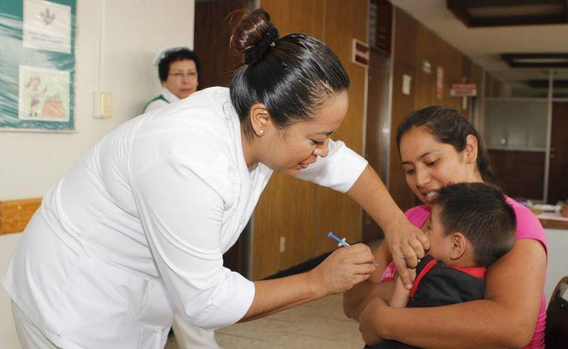 De acuerdo con los resultados que se tengan del plan piloto en el DF, la vacunación contra el VPH en varones se ampliará a otras entidades. (Foto de contexto/Notimex)