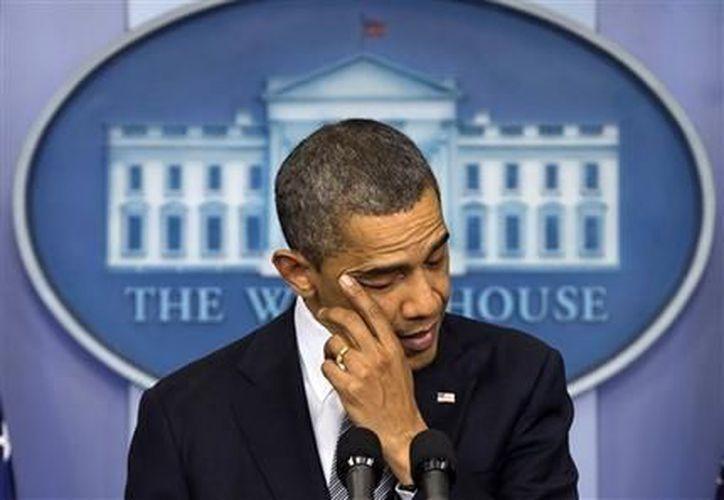 Las declaraciones de Obama fueron similares a las que pronunció emotivamente desde la Casa Blanca el viernes por la tarde. (Agencias)