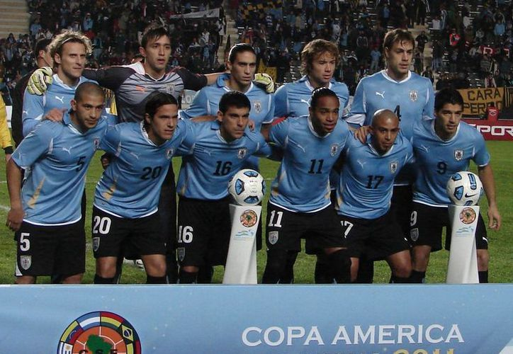 Uruguay es la vigente selección campeona de Copa América, que celebrará sus 100 años en 2016. (fotos-top.com)