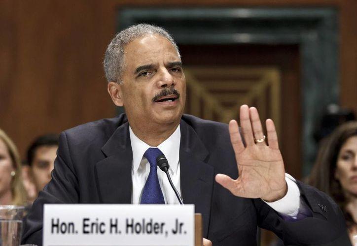Eric Holder presentó un problema respiratorio durante una junta hoy por la mañana. (Archivo/Agencias)