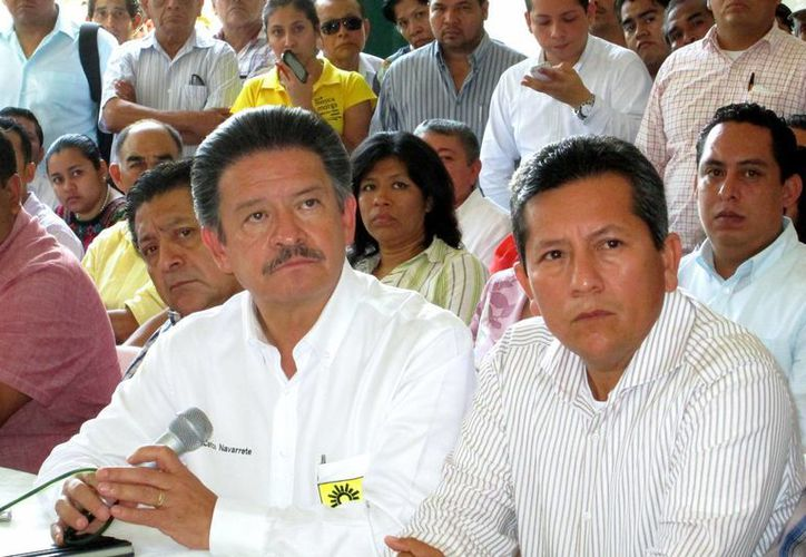 El presidente del PRD, Carlos Navarrete, en conferencia de prensa cuando pidió disculpas a los habitantes de Iguala por los actos de violencia cometidos durante la gestión del alcalde José Luis Abarca, el mes pasado. (Foto: Archivo/Notimex)