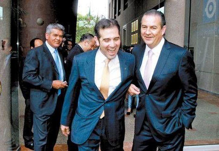 El consejero presidente del INE, Lorenzo Córdova, y el presidente del CCE, Gerardo Gutiérrez Candiani, salen de una reunión privada que sostuvieron el viernes. (Jorge Carballo/Milenio)