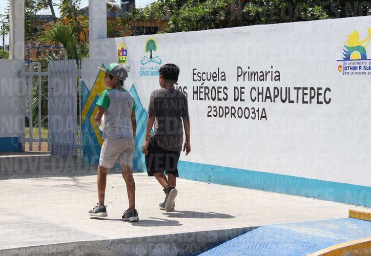 Al menos 60 alumnos de la escuela primaria Niños Héroes de Chapultepec, se encuentran sin mobiliario para tomar clases. (Joel Zamora/SIPSE)