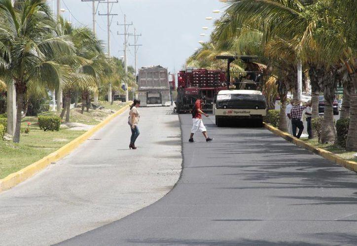Continúan los trabajos en las arterias de la ciudad. (Tomás Álvarez/SIPSE)
