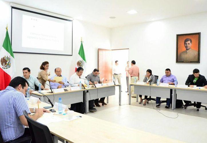 La Comisión Permanente de Vigilancia de la Cuenta Pública continuó el análisis de las cuentas públicas de alcaldes de Yucatán. Hasta ahora hallaron que son negativas en 44 casos. (SIPSE)