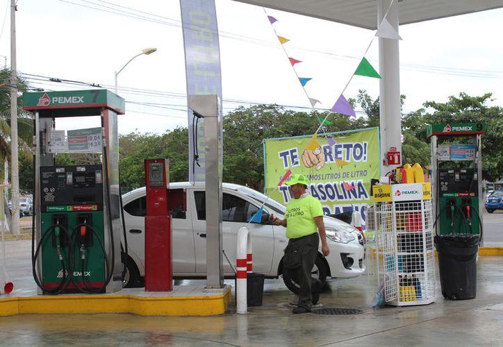 El año pasado, la Profeco ayudó a que los clientes recibieran los litros de combustible que les faltaban. (Foto: Ivett Y Coss)