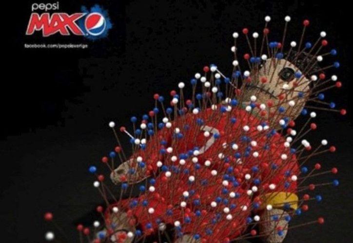 Como parte de la campaña publicitaria, en la imagen aparecía el muñeco de Cristiano Rolando cubierto de alfileres. (Facebook)
