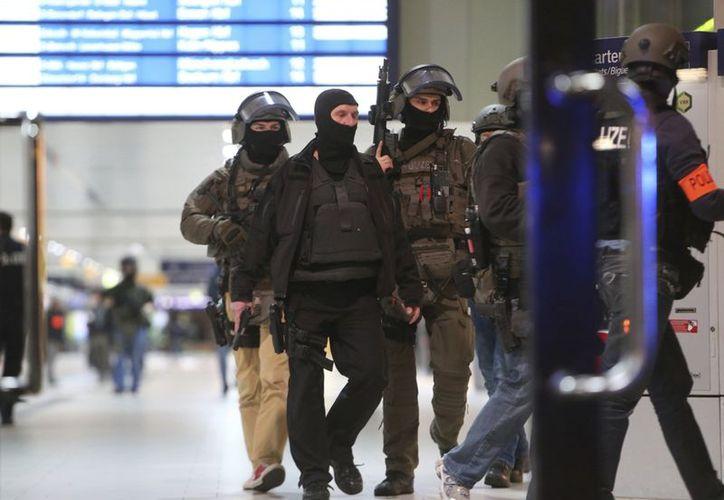 El ataque se registró en una estación de trenes dela ciudad de Düsseldorf. (AP/David Young)