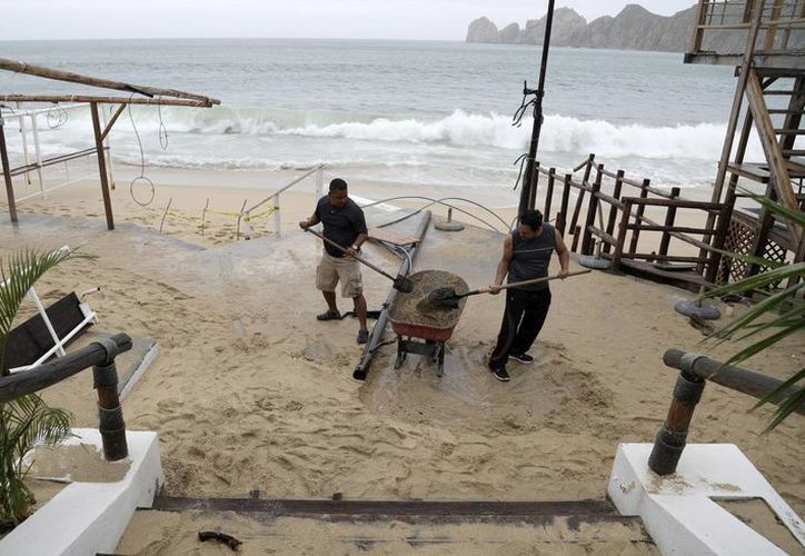 Las autoridades piden a la población mantenerse atentos a los avisos de Protección Civil. (AP/Eduardo Verdugo)