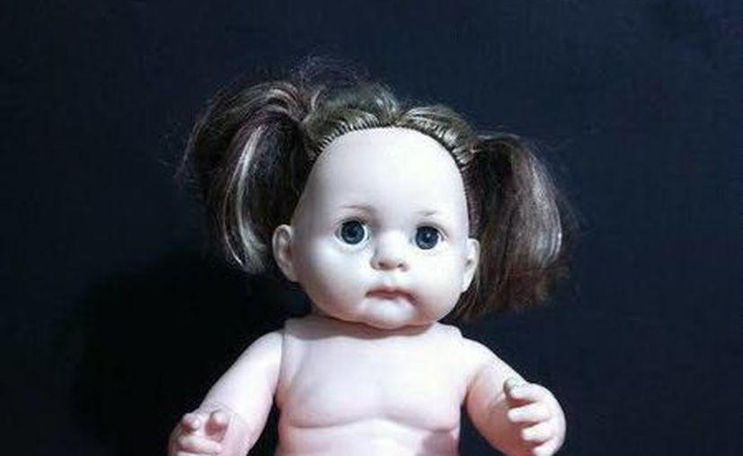 ¿Sury?, ¿Alicia?... La muñeca está en el Museo Paranormal de Mérida, su nueva casa. (Jorge Moreno/SIPSE)
