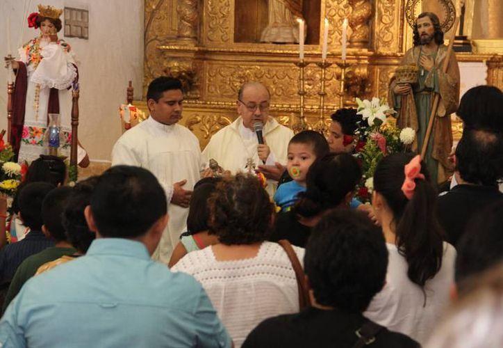 Con una liturgia de celebración, al anunciarse el nacimiento de El Salvador, se van a celebrar las misas de Nochebuena en Mérida. (SIPSE)